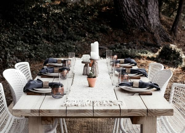 This party balances earthiness and modernity with panache. Advice from a Twenty-Something pairs Bene and Dot chairs in crisp white around her teak Teaka table.