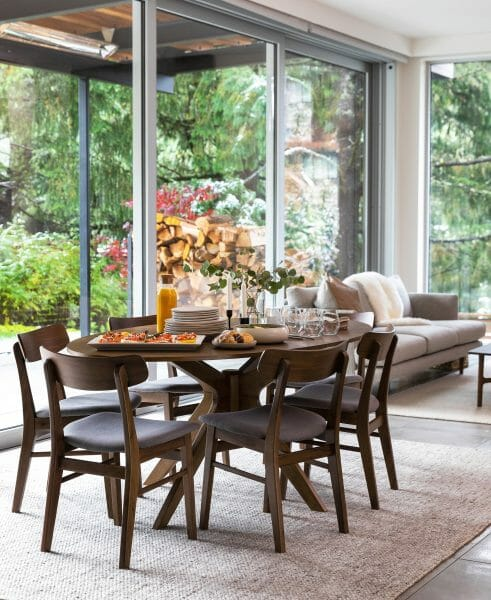 We love how a round table creates a gathering place in a smaller space.