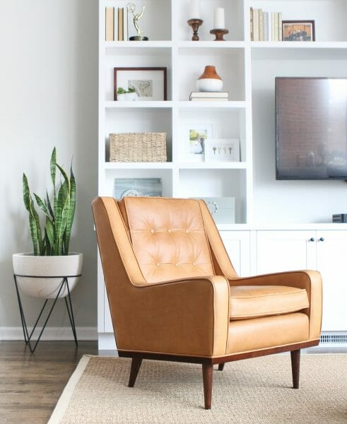 How does a corner become a nook? Only with a lounge chair that swallows you up, like the Nina lounge chair.