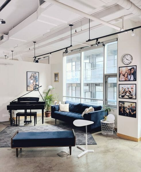 We love how the Gunnarolla loft has this unique music nook to break up the wide open space. The Sven sofa and the Ansa bench create a perfect little listening suite without making the corner feel closed off.