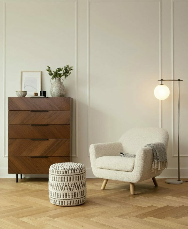 The Ivory Gabriola Chair sits under the Pendula Gold Floor Lamp.